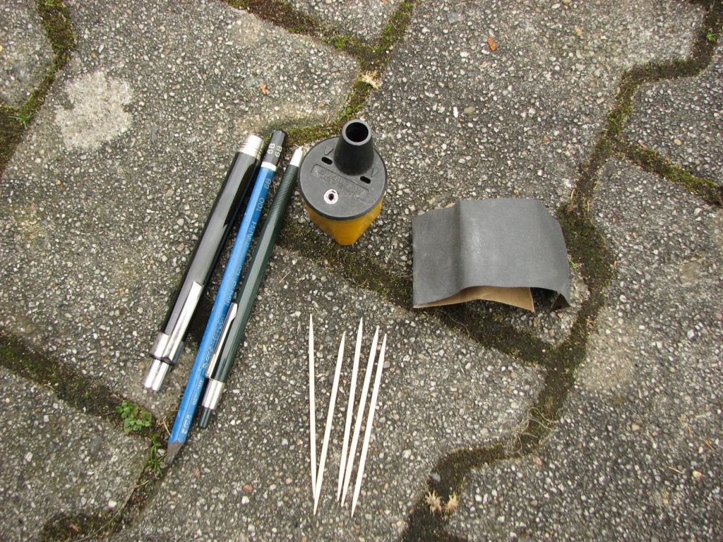 Mini Classic SPI 1995 minifrogs Erbsle Bleistift Graphit Schmirgelpapier Sandpapier Zahnstocher Minenspitzer